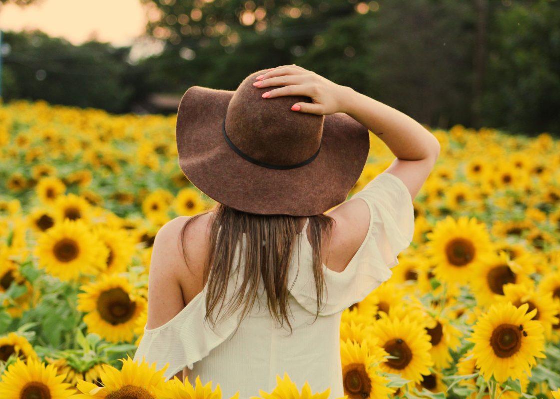 girl in robintide farms sunflower field